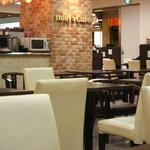 ホリーズカフェ - 開放感ある店内
