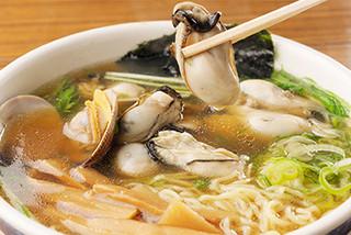 らーめん工房 魚一 - カキラーメン(魚醤味) 1400円