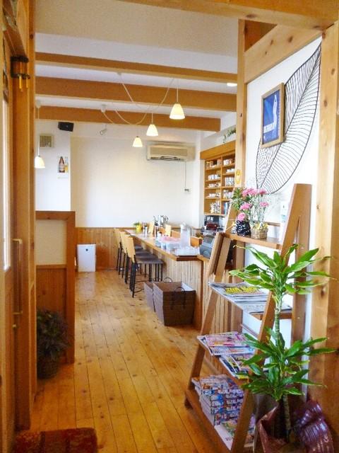 cafe cakra - 店内(カウンター)