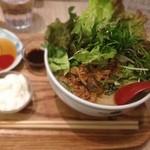 COMPHO - グリーンカレースープのフォー 1050円