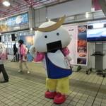 生姜ダイニング JINGER - 仙台のゆるきゃら、むすび丸(金山駅コンコースにて)