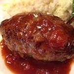 神戸パリ食堂 - ハンバーグ。       肉汁がジュワッと出てきます。       自家製のソースも絶品!