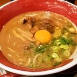 麺王 - 生玉子投入