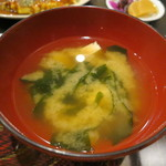 お好み焼 吉 - 定食のお味噌汁。