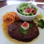 Mollete Grill - メインのお皿はハンバーグステーキとパスタ、温野菜とサラダの乗ったワンプレートになってます。