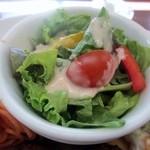 Mollete Grill - 先ずはサラダから私はいただきました、サラダはミニカップに入ったサラダなんで2ー3口で食べれましたよ。