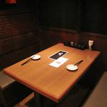博多屋台ファクトリー - 仕切り付きのテーブル席を利用しました。 ボックス型になってるので、半個室感覚です。 個室もあります。
