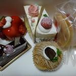 ケーキ・カフェ スクエア - 料理写真:ケーキたち