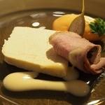 レストランパフューム - -Amuse-食事の前の一皿       ●鴨のロースト、フォアグラのロワイヤル、赤ピーマンのムース