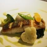 レストランパフューム - ●-Le Poisson-        本日の魚料理:スズキのポアレ
