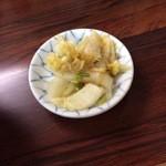 真砂そば - ついてくる白菜
