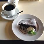 カフェバーJUN - ケーキセット(ホットコーヒー、ガトーショコラ)