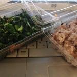 丸正そうざい - 赤いご飯と菜の花炒め