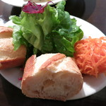 ビルボケ - キャロットラペとグリーンサラダ バケット