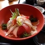 24178904 - 海鮮丼。白身の魚が旬です。