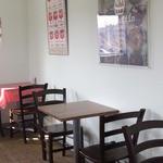 ワイズマフィン - 食事スペース、綺麗で明るい店内です♪