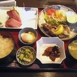 24181994 - ブリ刺とサバ立田揚げ定食¥880