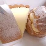 24182806 - ロールケーキ、チーズケーキ、シュークリーム