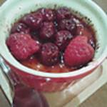 窯焼きビストロ 博多 NUKU NUKU - 赤い果実のクレマ・カタラナ (果実のおかげで甘さが緩和)
