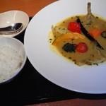 24184068 - 10種の野菜とやわらかチキンのスープカレー