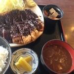 24184649 - 定食なので小鉢、漬物、お味噌汁がつきます。