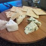 バー ヒルズ - 料理写真:チーズ3種盛 500円