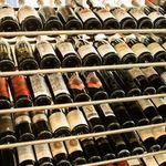 サクラサク - セラーには100種類~のソムリエ厳選ナチュラルワインたちが待っています。