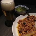 スクンビットソイ39 - ガバオ定食は白菜スープにドリンク付き(14~17時のみ)