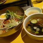 24187648 - 冷麺と冷製スープ