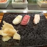 鮨村 - 料理写真:ひらめ、まぐろ、甘えび