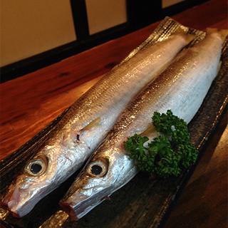 刺し身だけでなく、北海道から取り寄せた極上干物もオススメ!