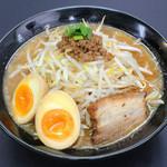 竹岡屋 - 熟成味噌味玉ラーメン 780円