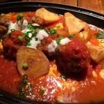 ピッツェリア ピッキ - 本日のメイン料理から、ナポリ風肉団子のゴルゴンゾーラ乗せ。肉団子の旨味を十分に吸い取ったジャガイモも、また美味♬