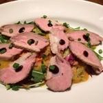 ピッツェリア ピッキ - 今回は前菜には合鴨のローストをいただきました。見事なロゼの色合いが素晴らしい!!