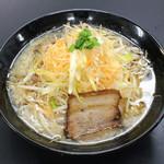 竹岡屋 - こってり醤油ラーメン 680円