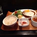 ヤマダデリ - 目玉焼きハンバーグセット