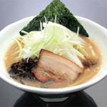 ラーメン竹岡屋 - 豚骨醤油ラーメン 680円