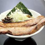 ラーメン竹岡屋 - どでかチャーシュー豚骨醤油ラーメン 980円