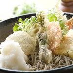 清田庵 - 料理写真:海老と野菜の天ぷらがのった食べ応えたっぷりの天おろしうどん(そば、きしめん)。大根おろしが良く合います。