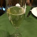 スペイン料理 ティオ・ダンジョウ - カヴァはキメも細かくおいしいです。