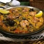 スペイン料理 ティオ・ダンジョウ - ふっくらと炊き上がった田舎風のパエリアです。