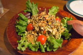 びるまの竪琴 - 1)ラ ベェ トゥ(お茶の葉と揚げ豆のサラダ)