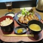夢見鳥 - 地鶏もも炭火焼定食900円(11時45分まで850円)