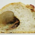 24211183 - ブルーチーズとタマネギのパン(断面、2014年1月)