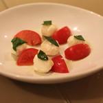 神楽坂 zio - カプレーゼ (フルーツトマトと北海道産 モッツァレラチーズの前菜)