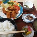 美食厨房まるよし - カキフライ定食800円