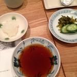 天ぷら新宿つな八 - 香の物、天つゆ