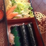 梅寿し - 料理写真:サラダと手巻き寿司  800円