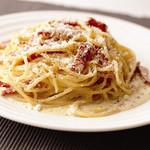 イタリア食堂TOKABO - カルボナーラ チーズと卵のコクが楽しめます♪