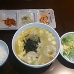 24219567 - モチ餃子スープ